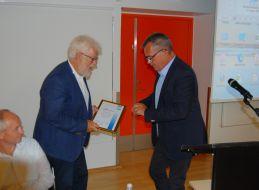 Afgående formand Keld Jensen tildelt DIFs ærestegn og udnævnt til æresmedlem i SIFA